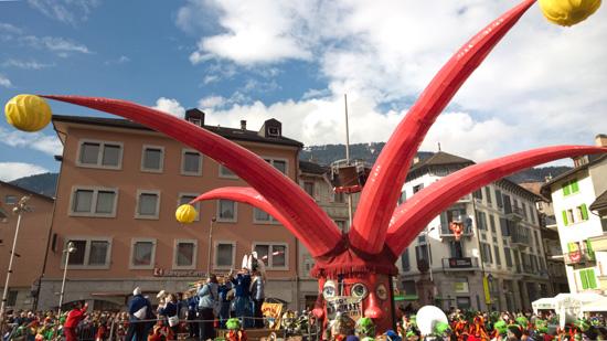 Le triboulet de la Place centrale lors du Carnaval de Monthey 2015 [Jérôme Genet].